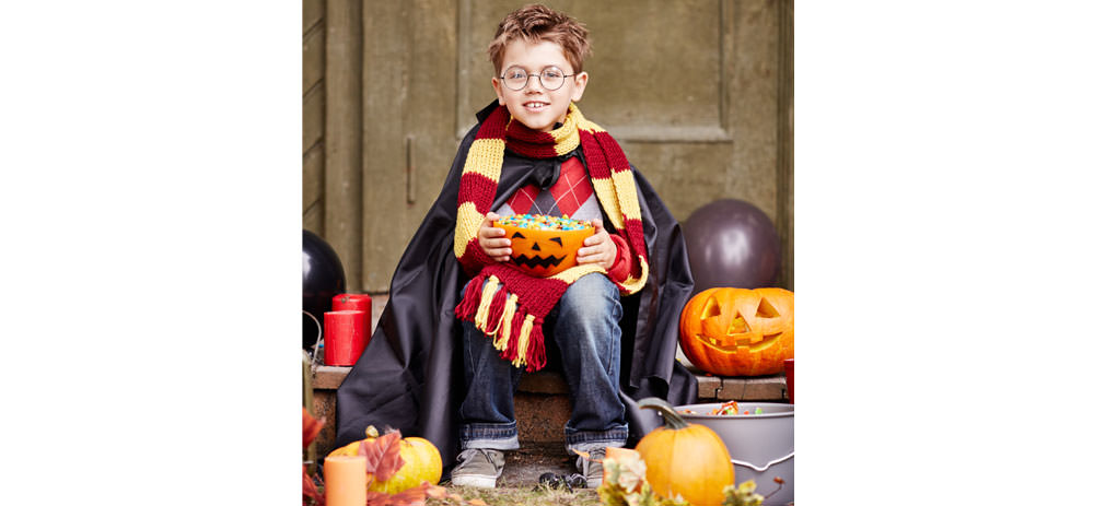 Junge als Harry Potter verkleidet