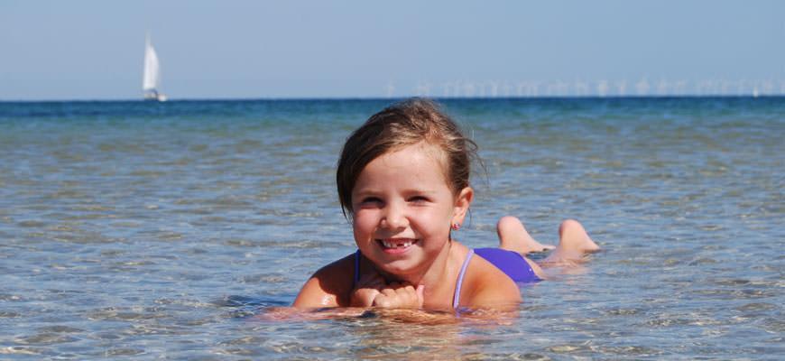 Skane - Mädchen beim Schwimmen