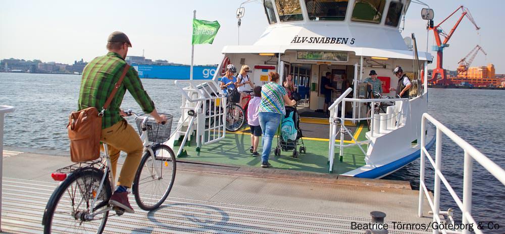 Mit Fahrrad auf die Personenfähre in Göteborg